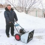 SNOWTHROWER OF CHAINSAWS